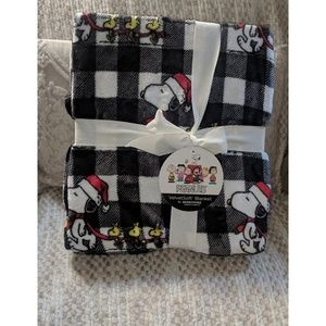 Nwt~ Peanuts Snoopy Christmas Blanket